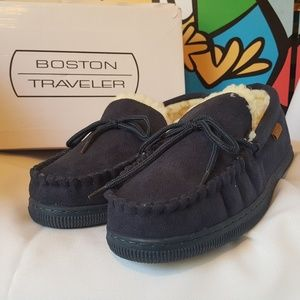 🚨🚨🚨Boston Traveler Blue Suede Slippers Size 11
